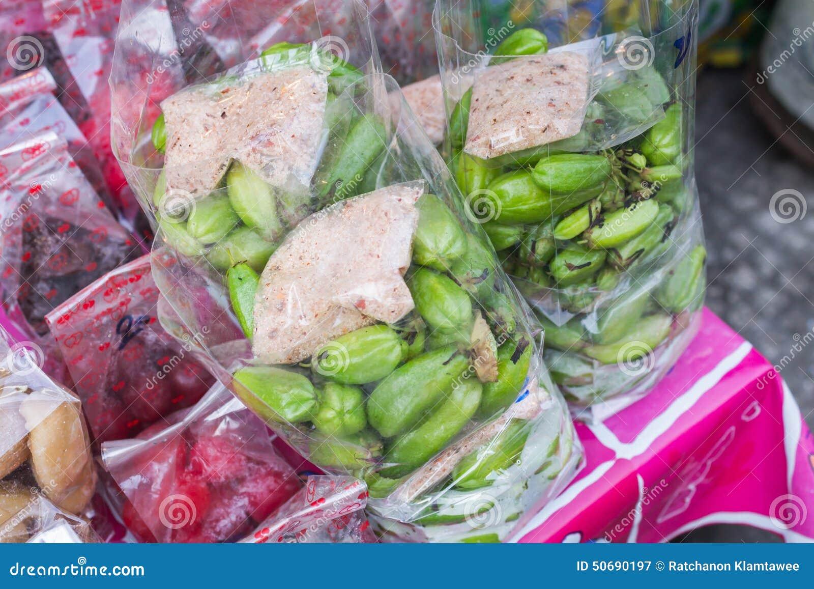 Download Lemons lime 库存图片. 图片 包括有 生气勃勃, 片式, 绿色, 查出, 飞行, 胡椒, 背包 - 50690197