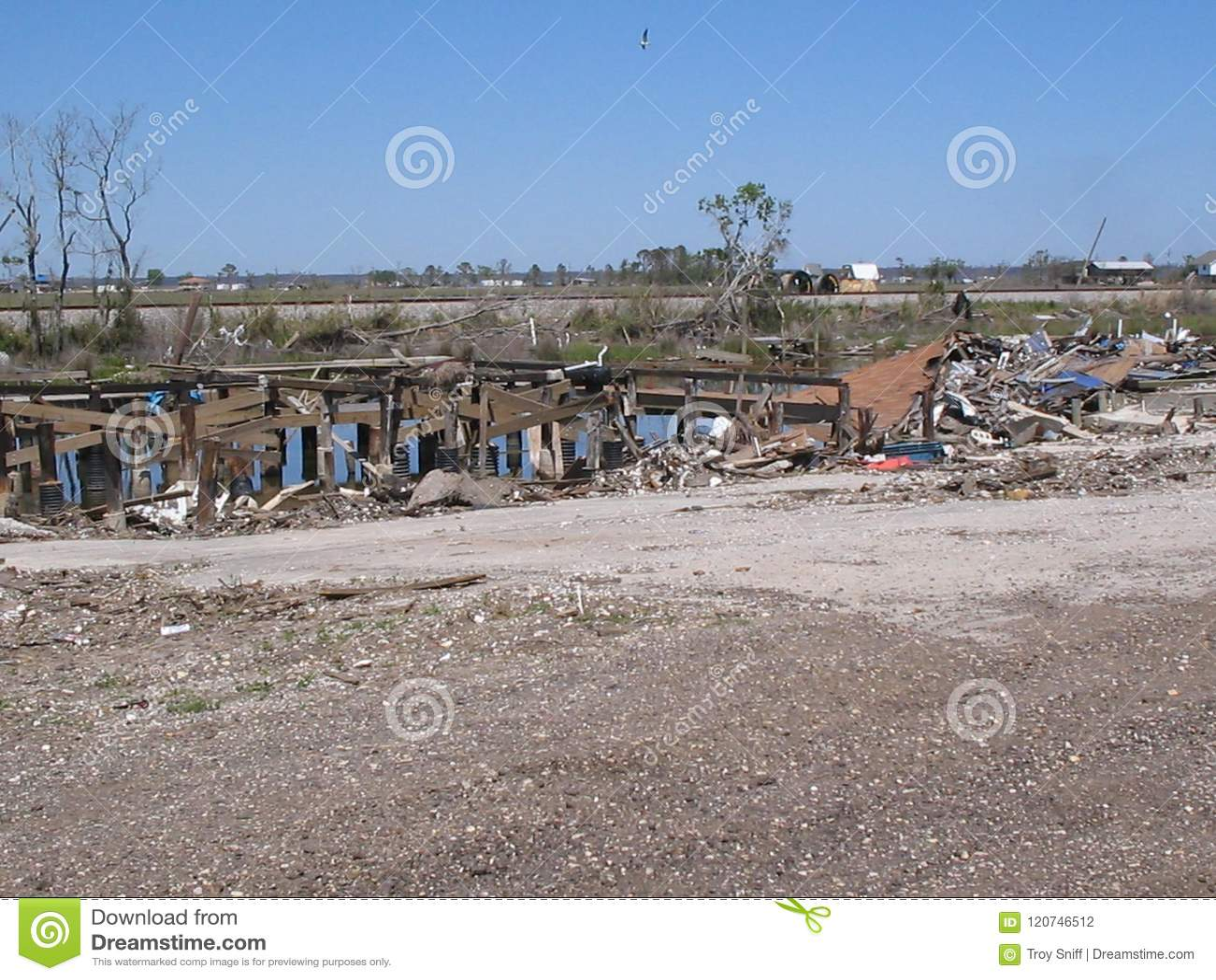 Lendemain d ouragan Katrina près de lac Ponchartrain