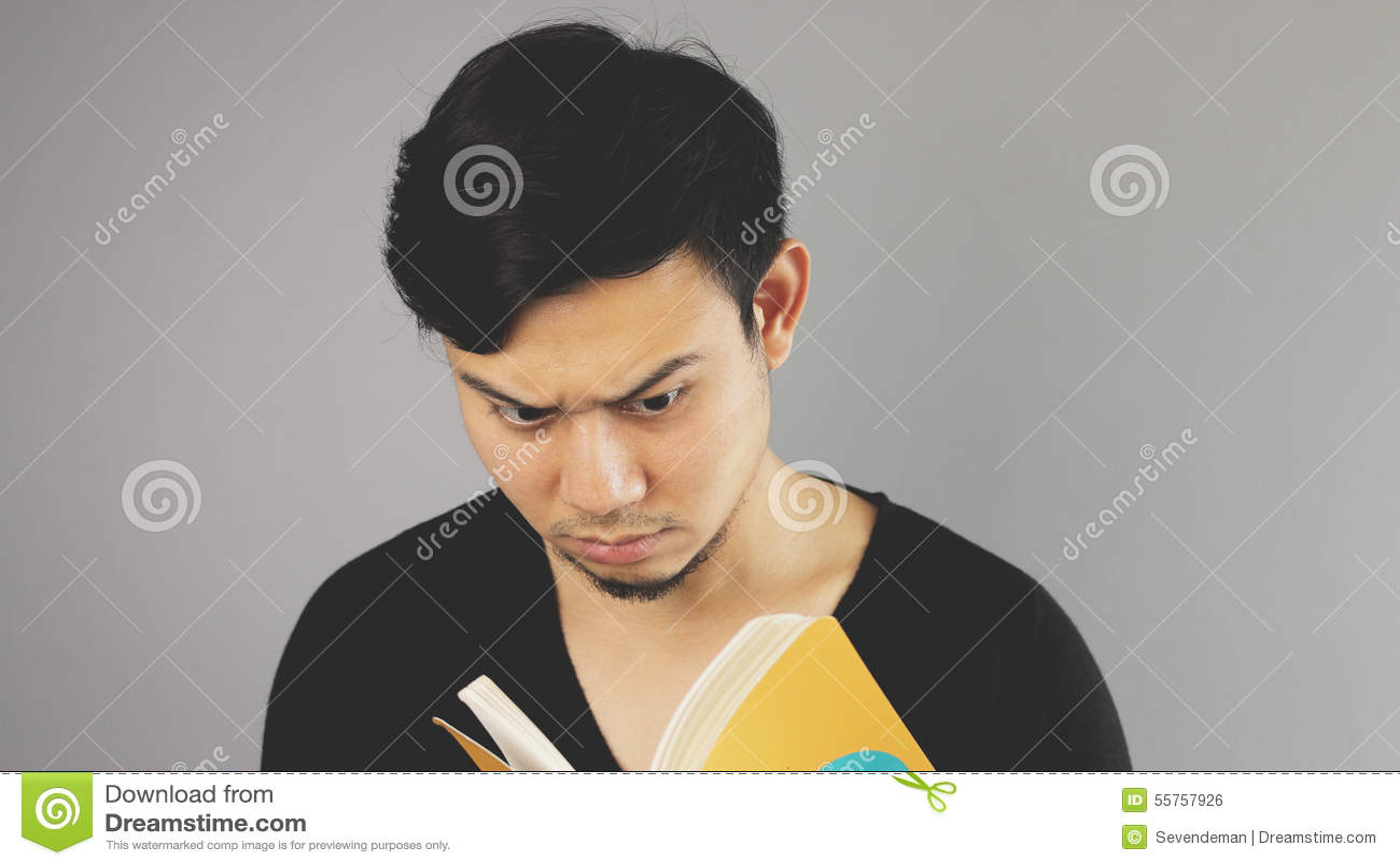 Lendo um livro seriamente