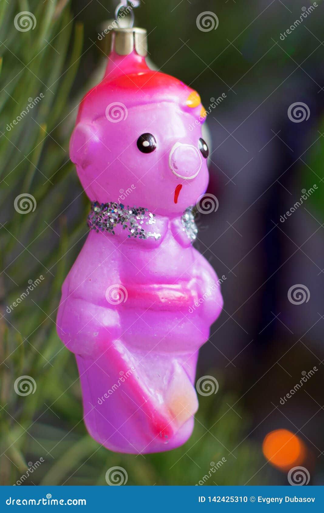 Lenhador estranho do brinquedo da árvore de Natal do vintage do vidro no close up da noite