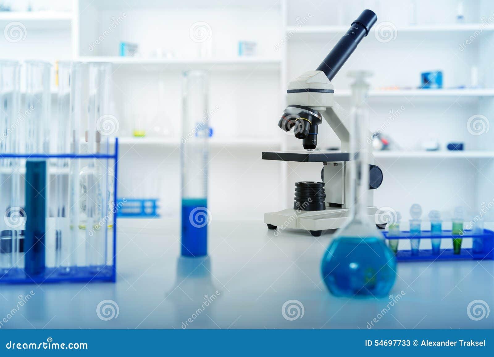 Lentille de microscope de laboratoire microscopes modernes dans a