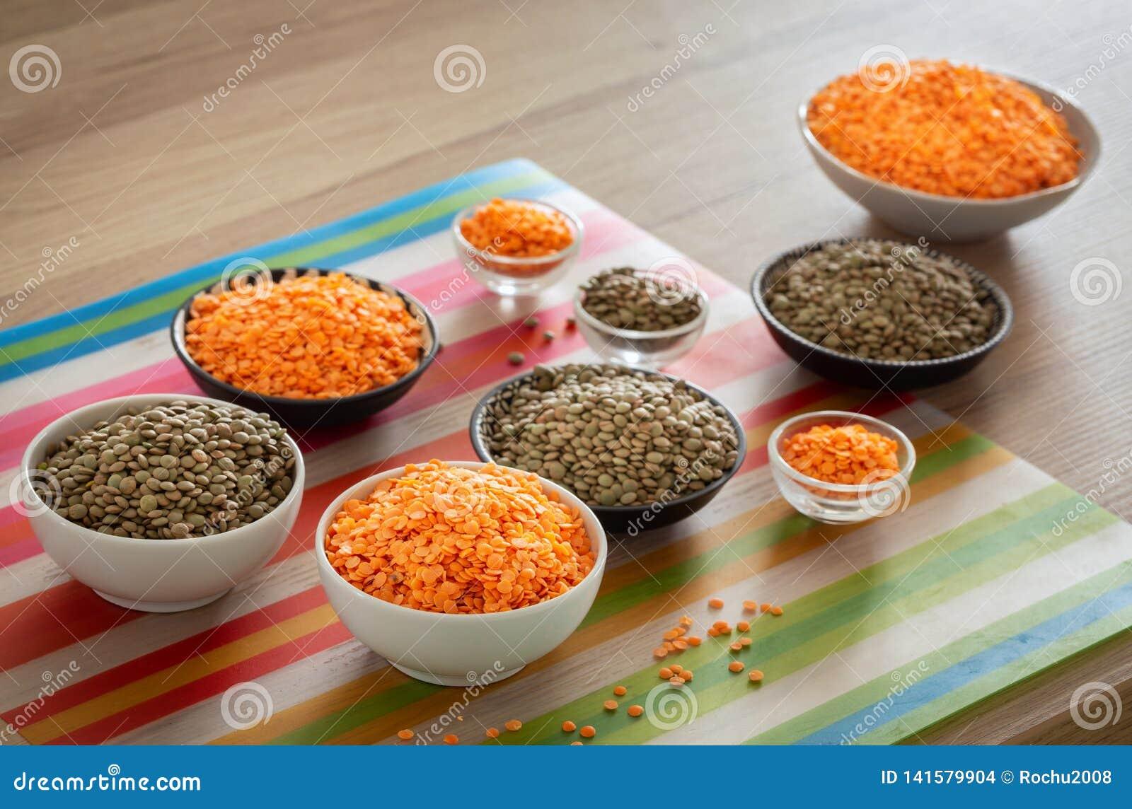 Lentils variações diferentes na mesa de cozinha