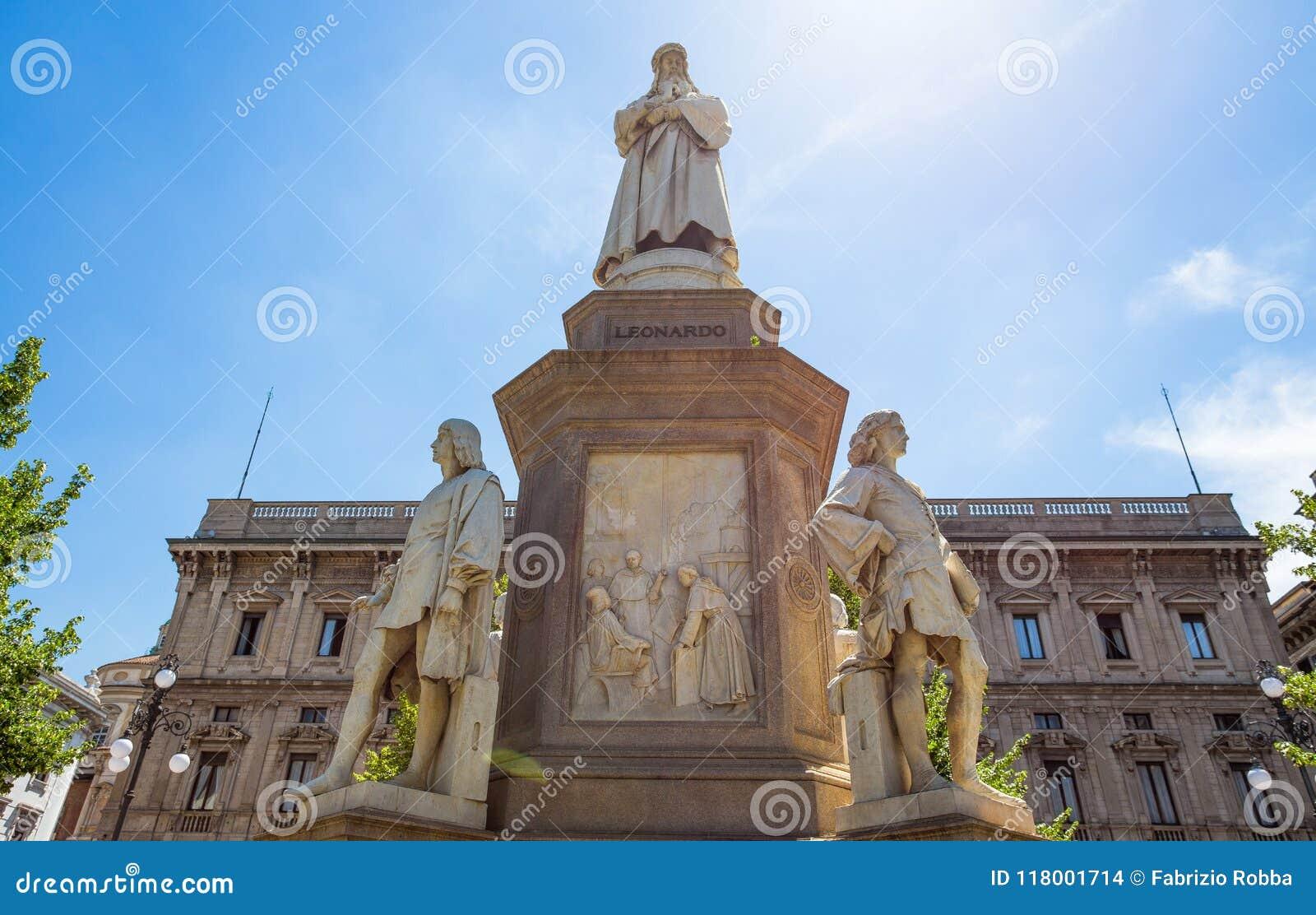 Leonardo da Vinci Statue i Milan, Scala fyrkant, Milan, Italien