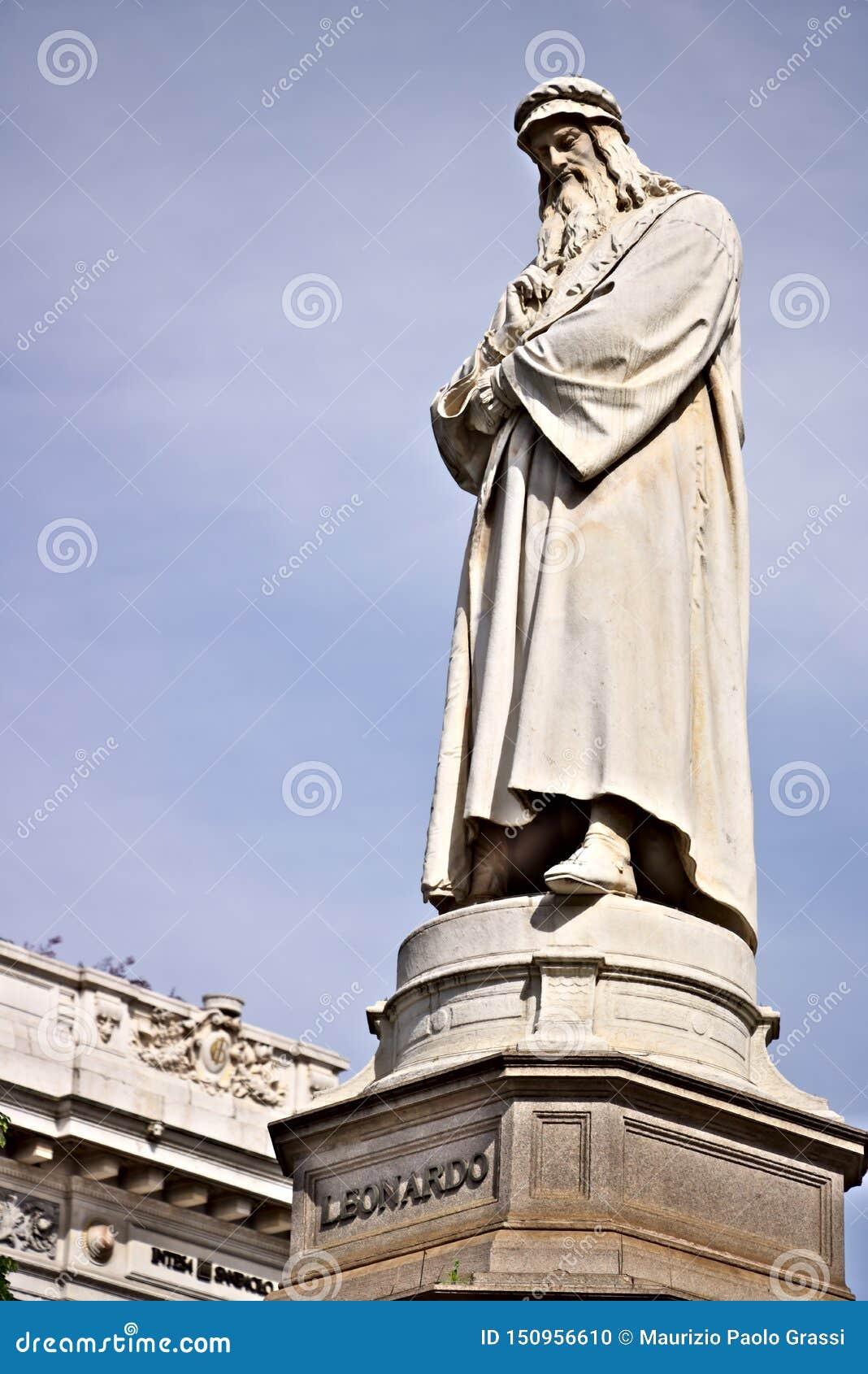 Leonardo Da Vinci Staty i piazzadellaen Scala i Milan