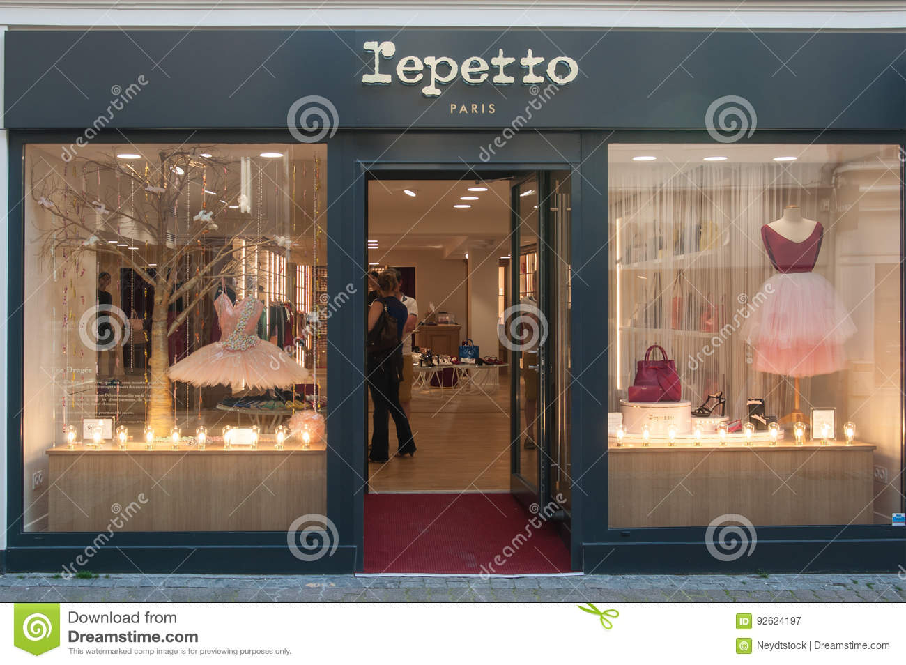 Lepetto store - the traditional brand of classical dance furniture