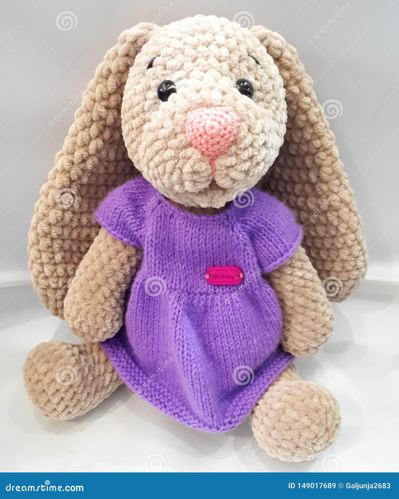 Lepre con le orecchie lunghe, lepre in un vestito, lilla, marrone, tricottato, manuale