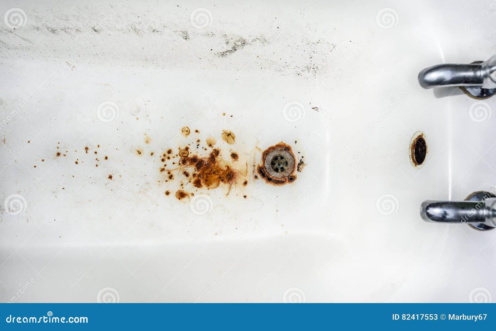 Vasca Da Bagno Arrugginita : Lerciume della vasca da bagno immagine stock immagine di