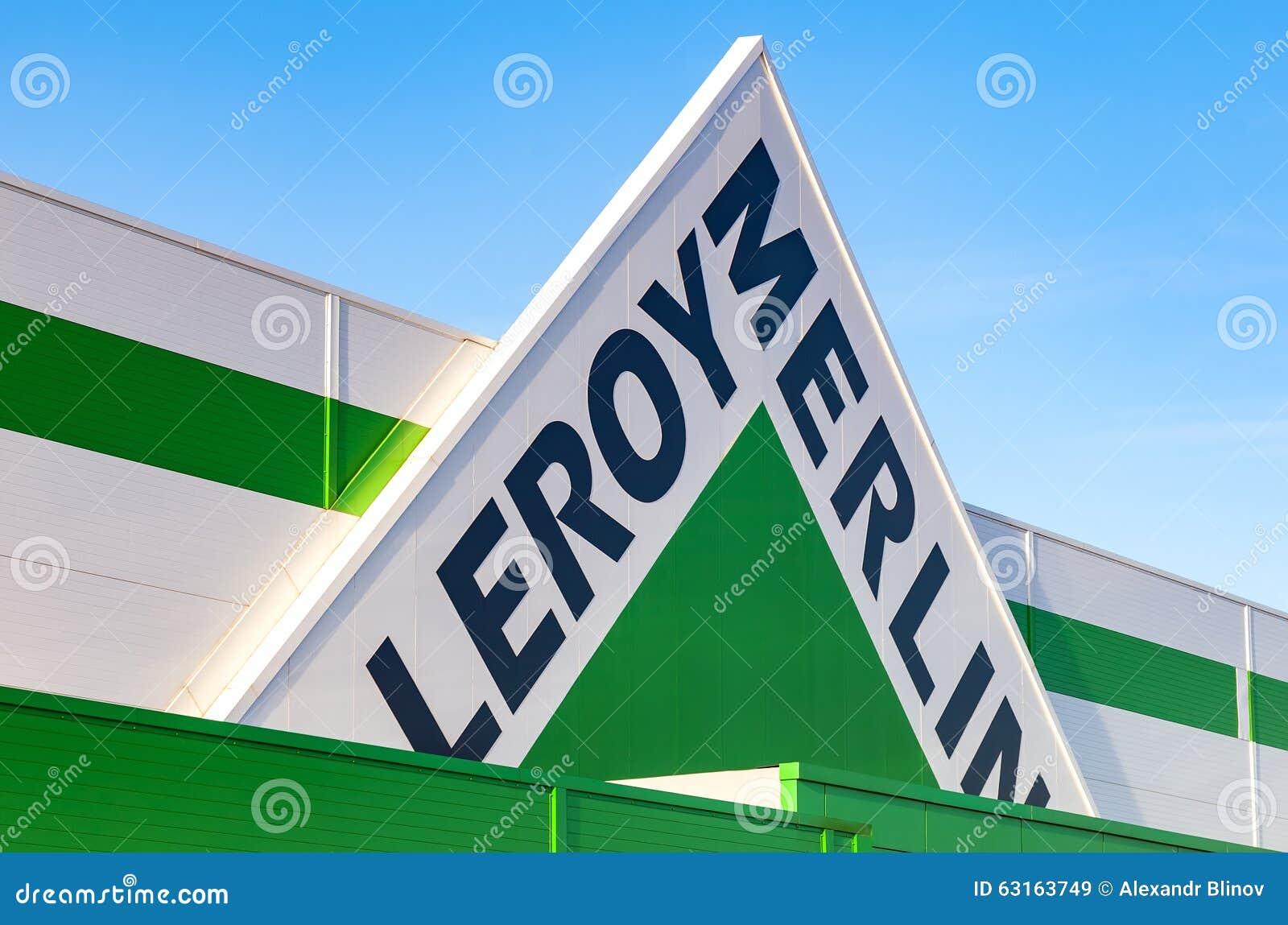 Leroy merlin merkteken tegen blauwe hemel redactionele stock afbeelding afbeelding 63163749 - Winkel balkon leroy merlin ...