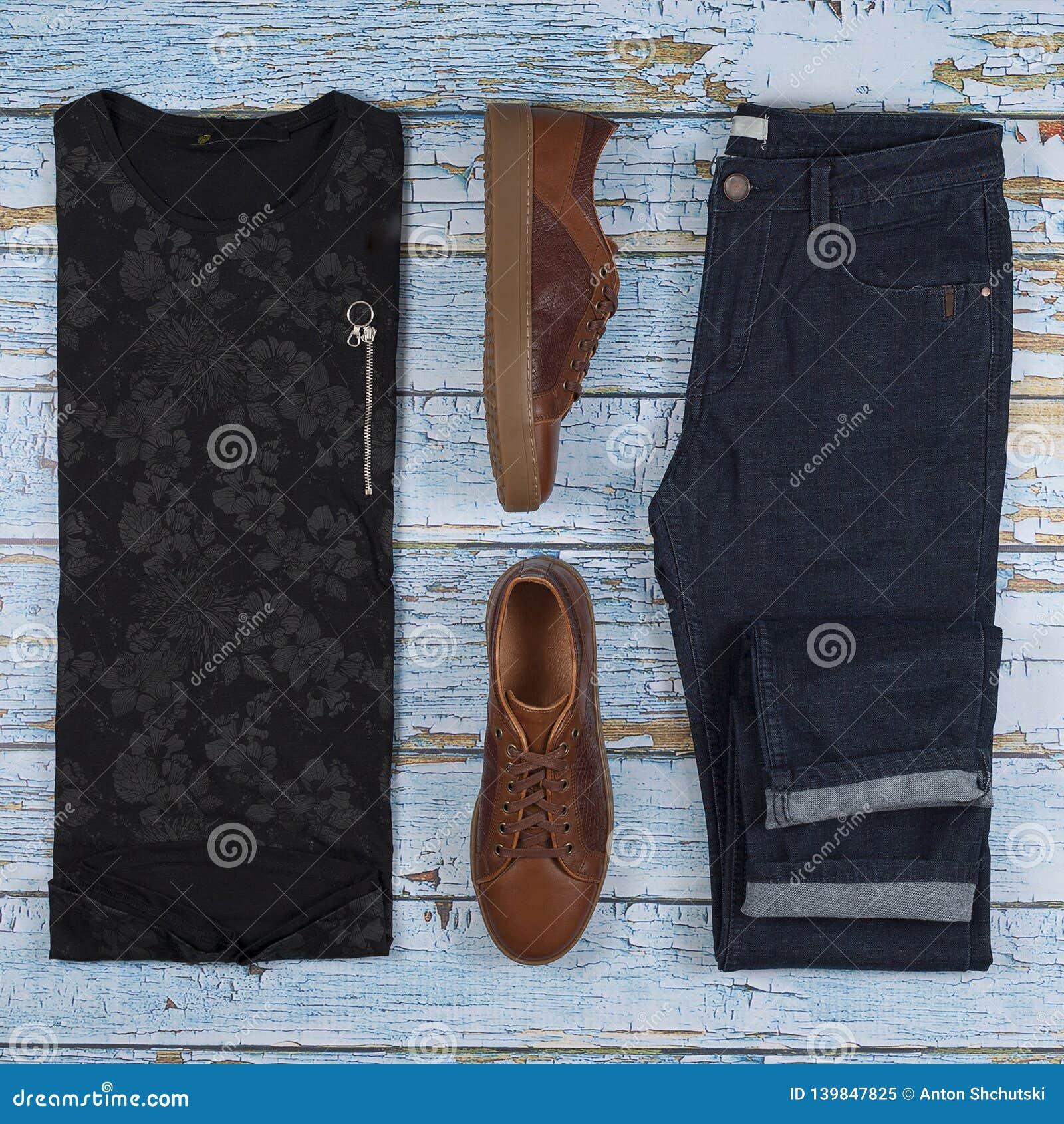 Les équipements occasionnels des hommes pour l habillement de l homme réglé avec les chaussures brunes, pantalons, chemise d isol