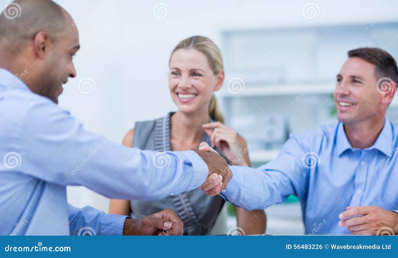 Les affaires remettent à des associés la secousse