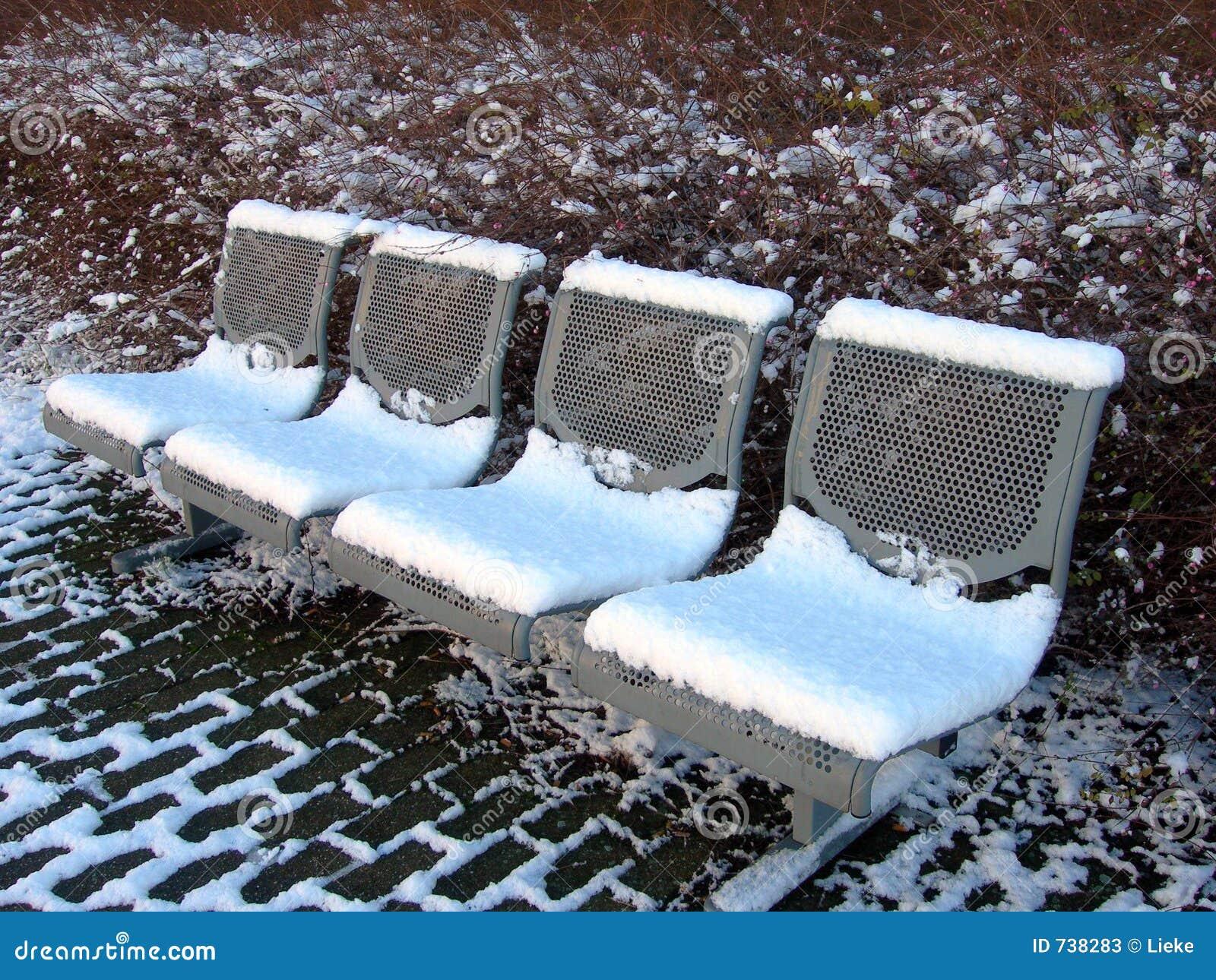 Les bancs et la neige