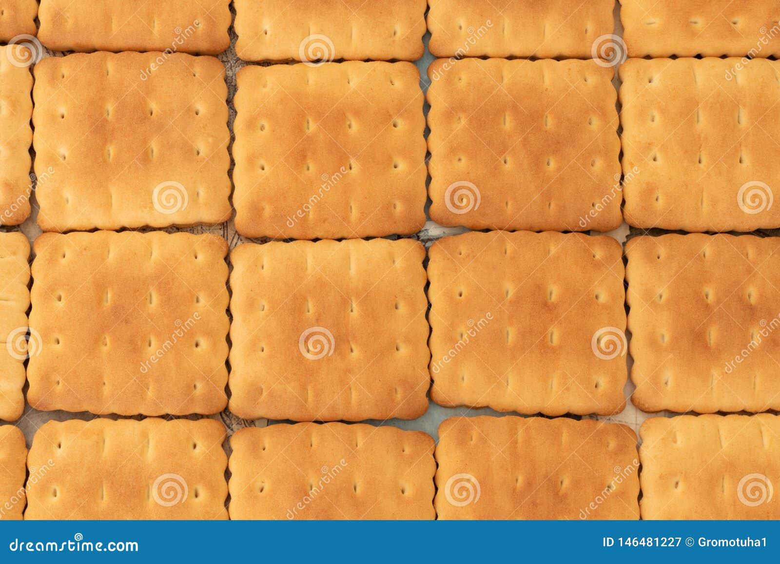 Les biscuits sont savoureux et friables comme une nappe douce sur la table