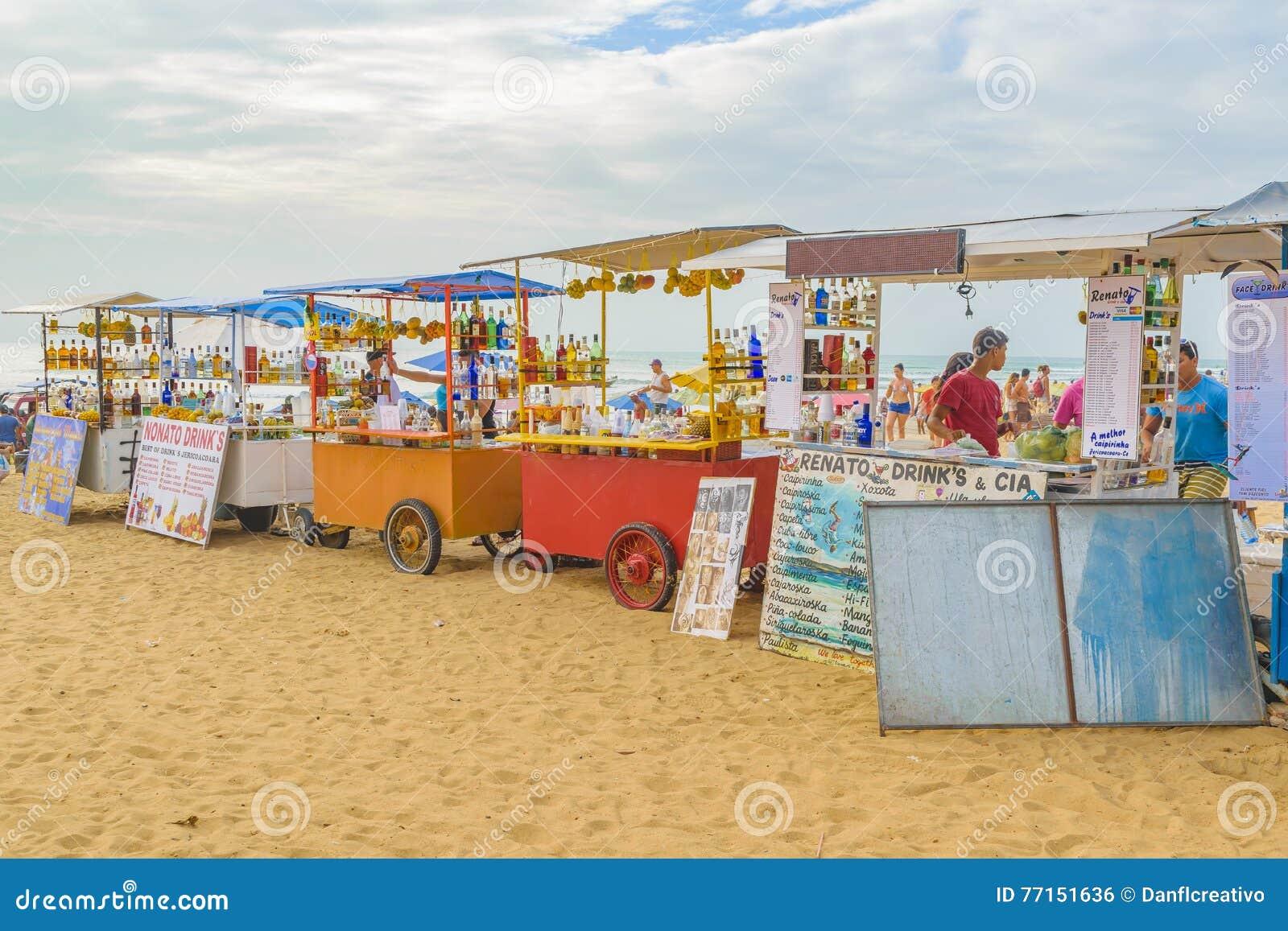Les boissons s élève à la plage Jericoacoara Brésil