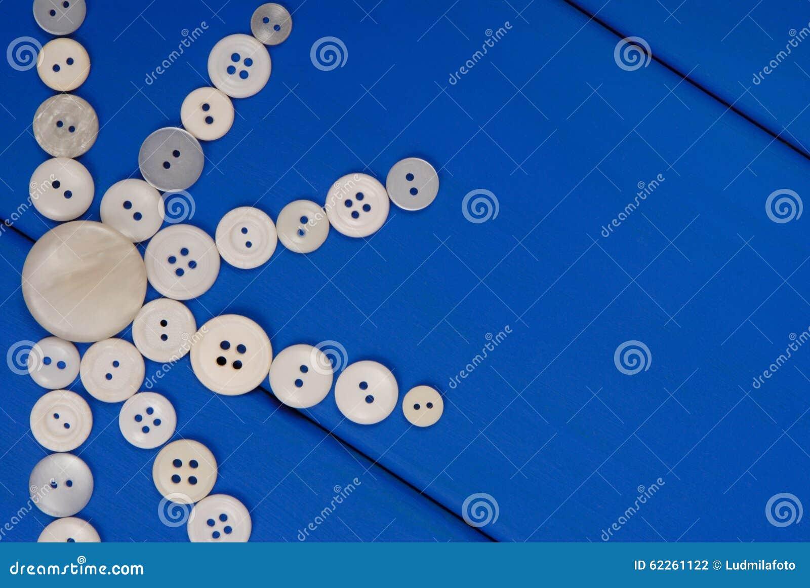 les boutons blancs sont sur le fond en bois bleu illustration stock illustration du meubles. Black Bedroom Furniture Sets. Home Design Ideas