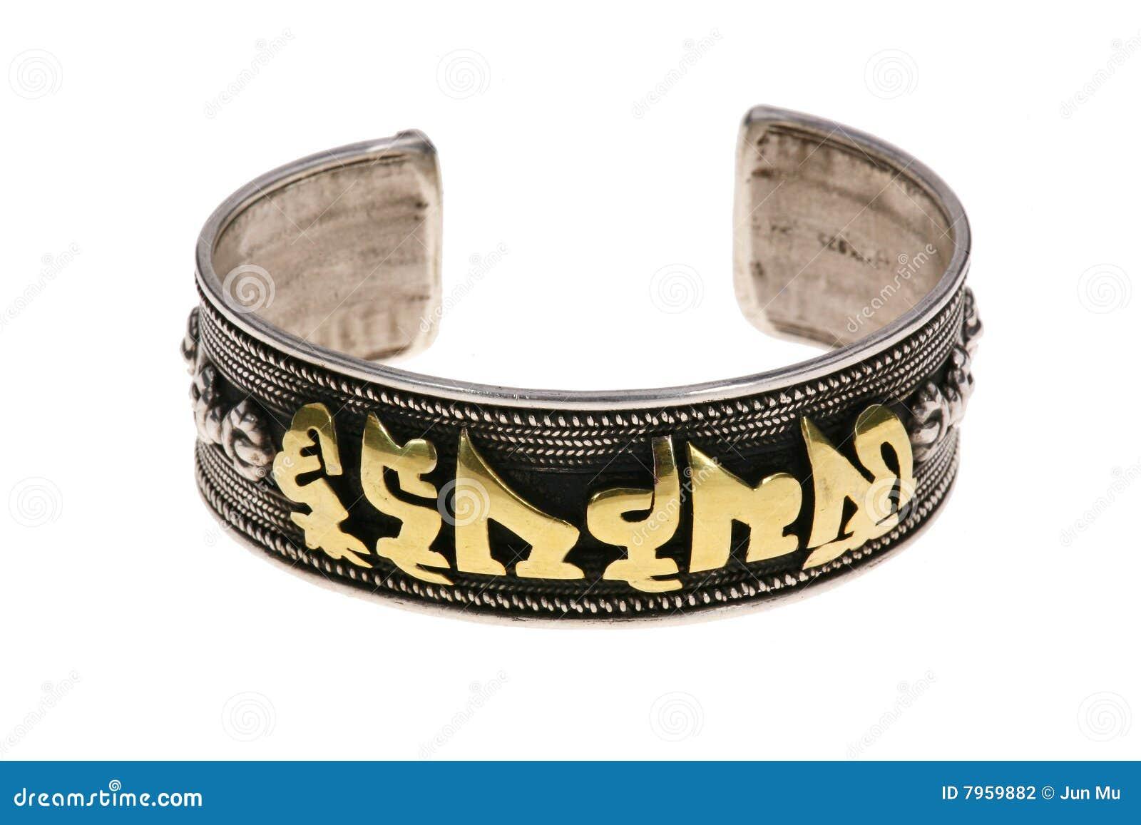 Les bracelets argentés ethniques