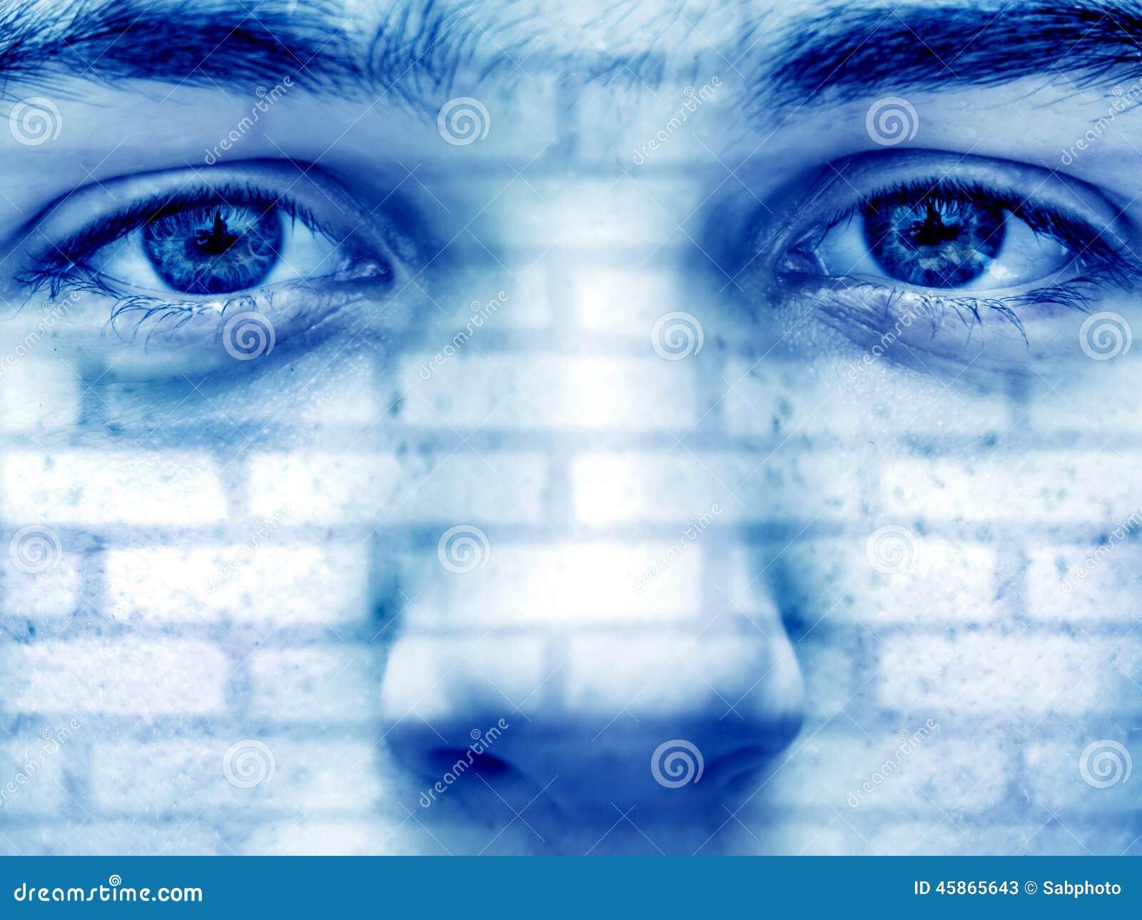 Les briques donnent une consistance rugueuse sur le visage