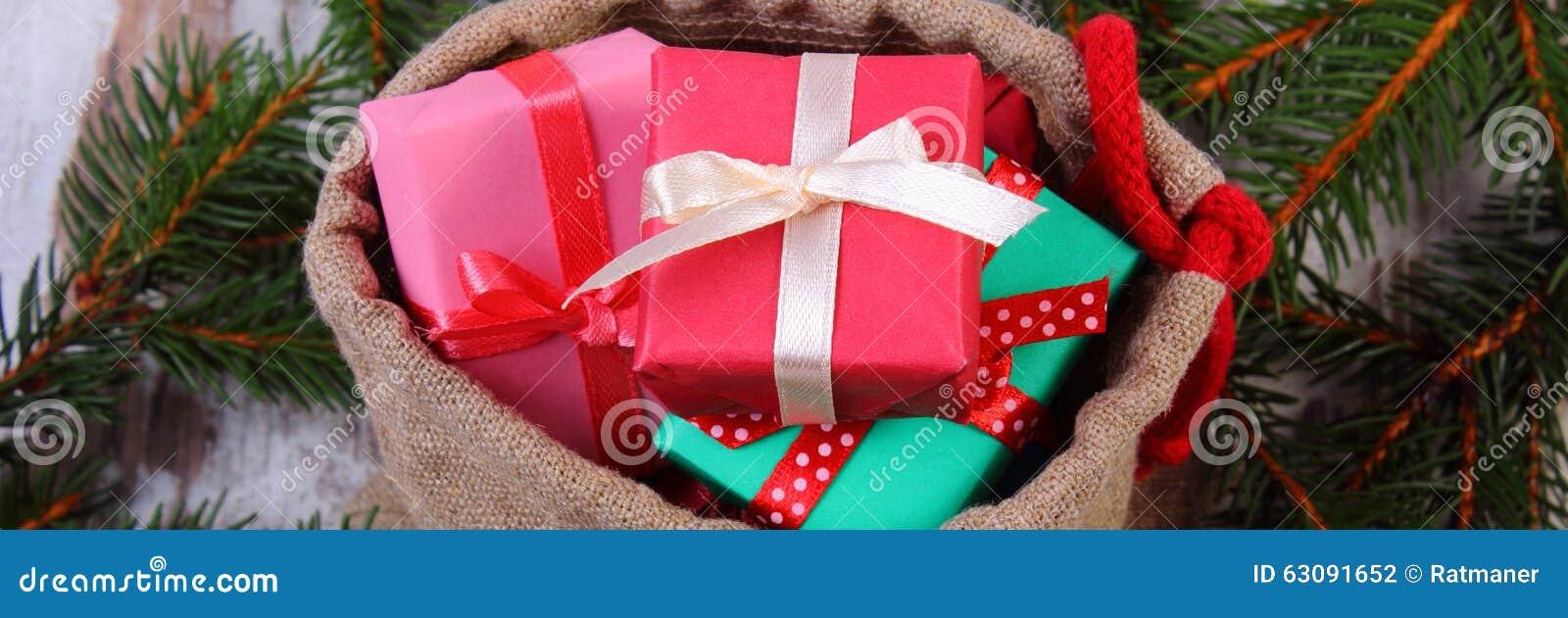 Download Les Cadeaux Enveloppés Dans Le Jute Mettent En Sac Pour Noël Ou Toute Autre Célébration Photo stock - Image du module, noël: 63091652