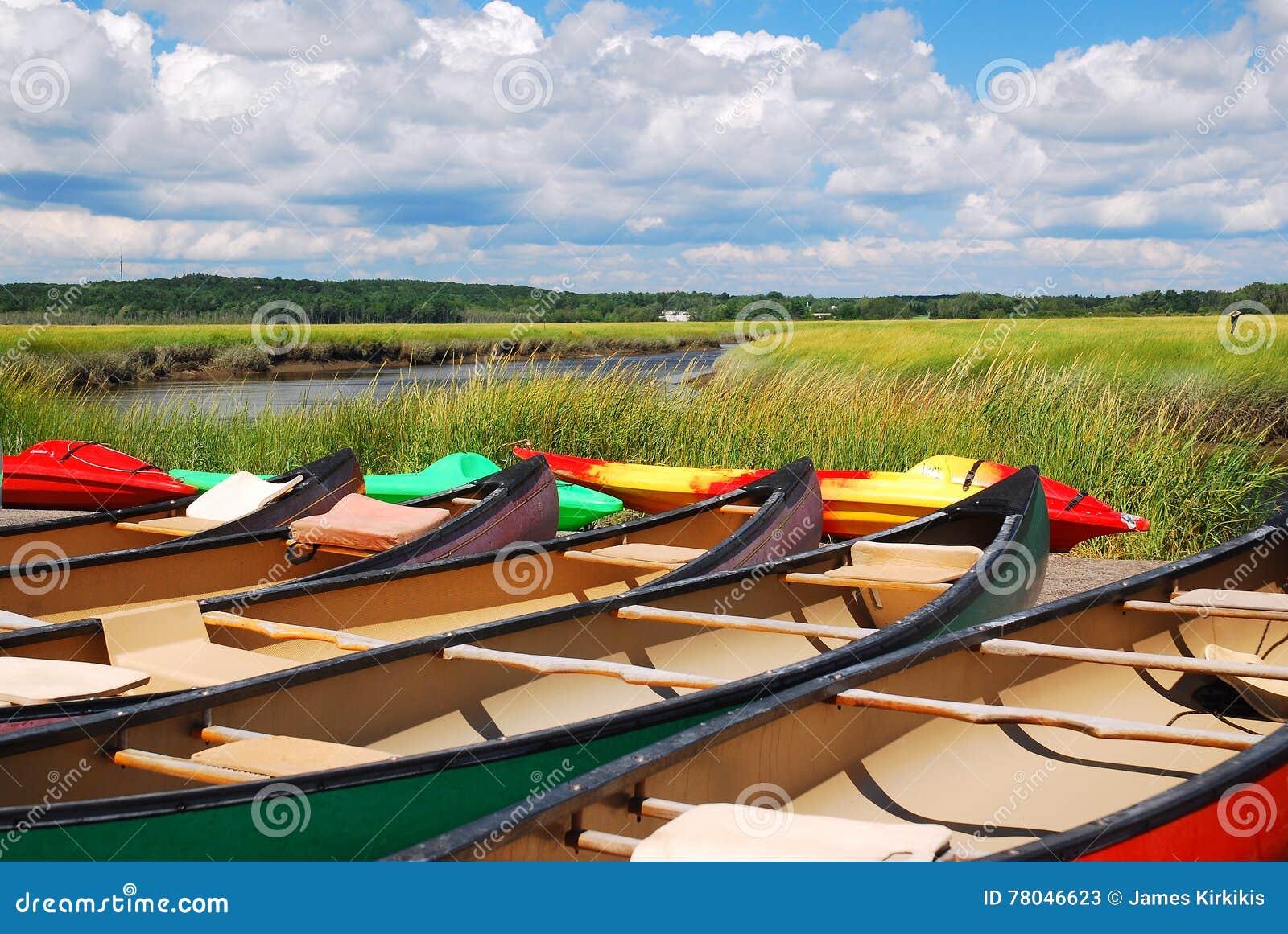 Les canoës attendent