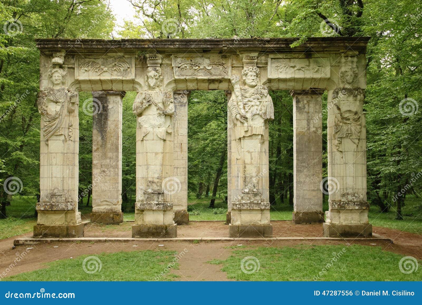 Les cariatides Chateau de Chenonceau Chenonceaux france
