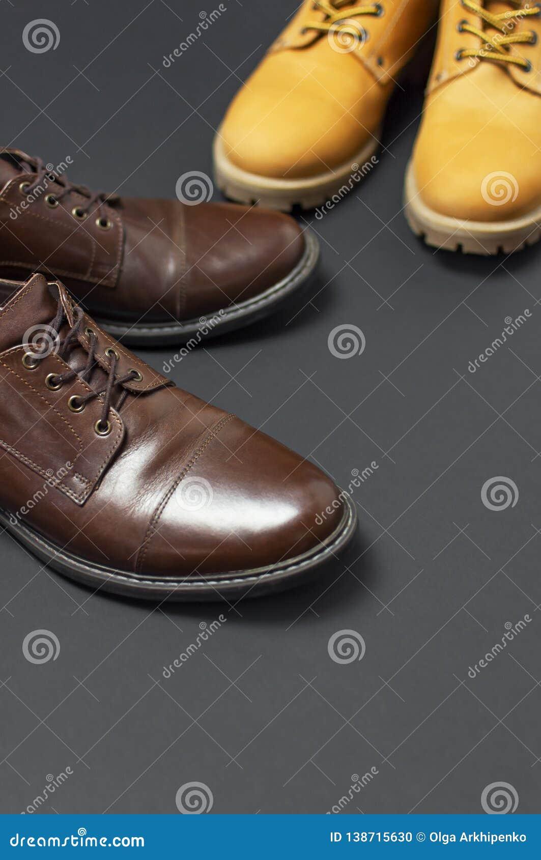Cuir Et Chaussures Des Hommes Classiques Jaunir En Bruns Les