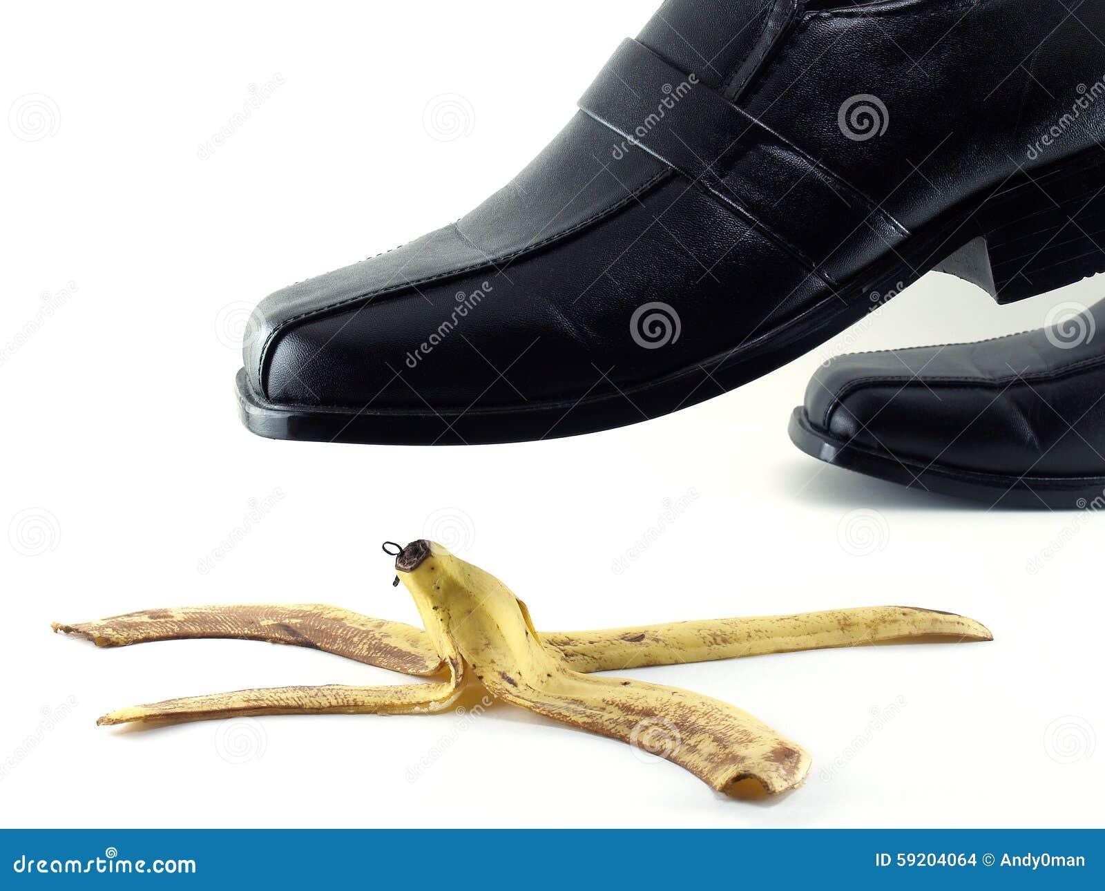 Le Cuir Une Noires Marchent De Les Sur En Chaussures Banane Peau ymvIb7g6Yf