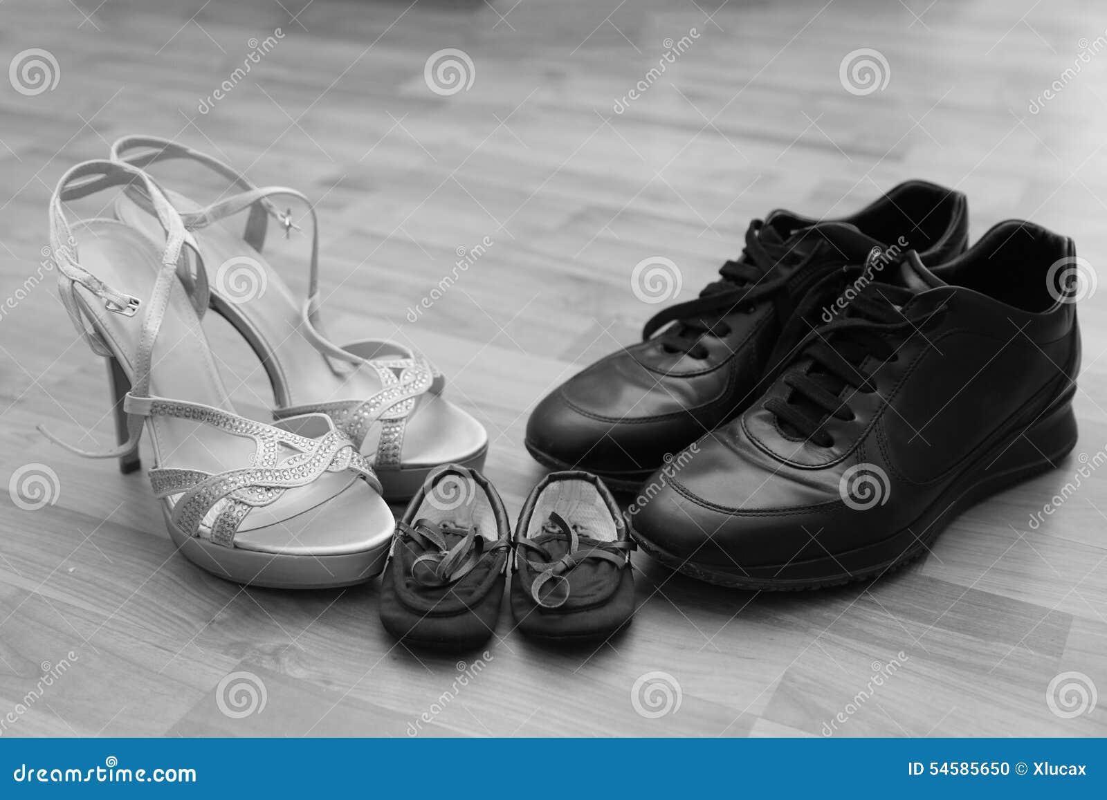 Fils Ont Ensemble De Papa Attaché Chaussures Le Et Maman Les cKFlT1J