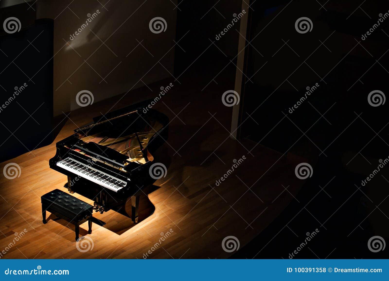 Les clés d instrument de clavier de musique de piano jouent la clé saine noire musicale jouant l antiquité classique grande de pi