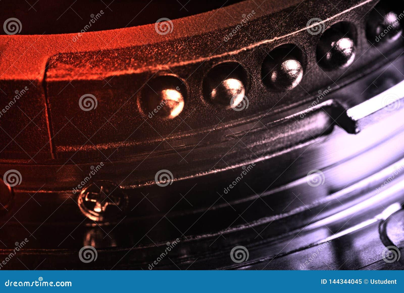 Les contacts du bâti de lentille