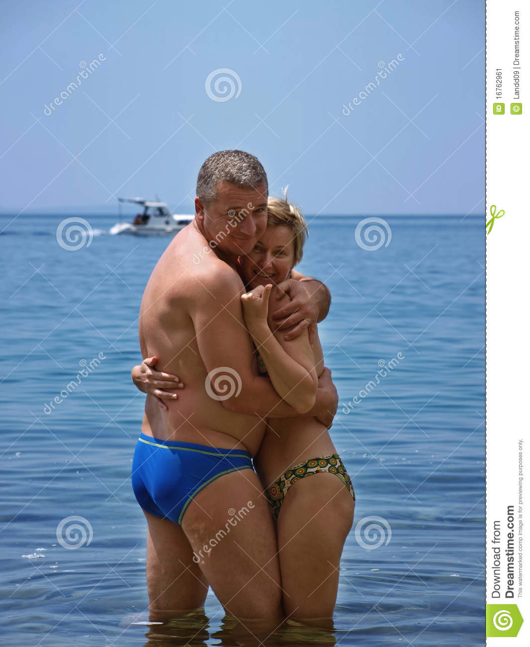 Couple mature a la plage