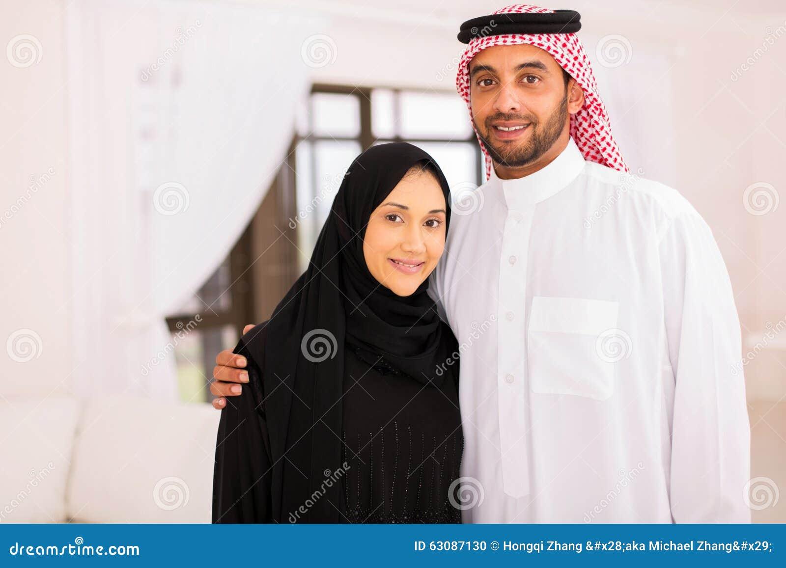 Download Les Couples Musulmans Autoguident Photo stock - Image du femelle, étreindre: 63087130