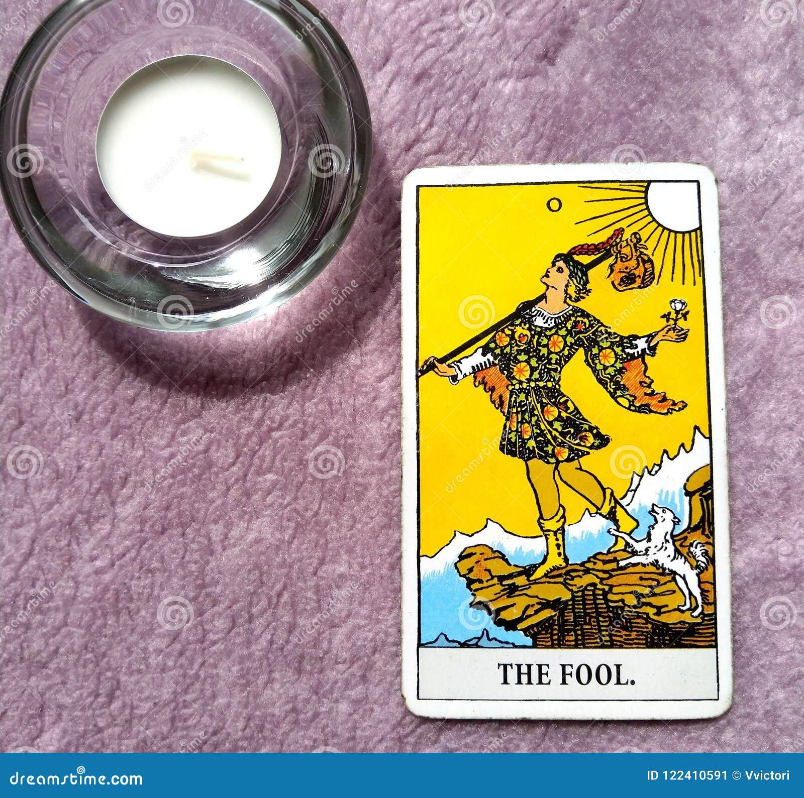 Les débuts de carte de tarot d imbécile, vide, renaissance, renouvellement, nouvelle phase