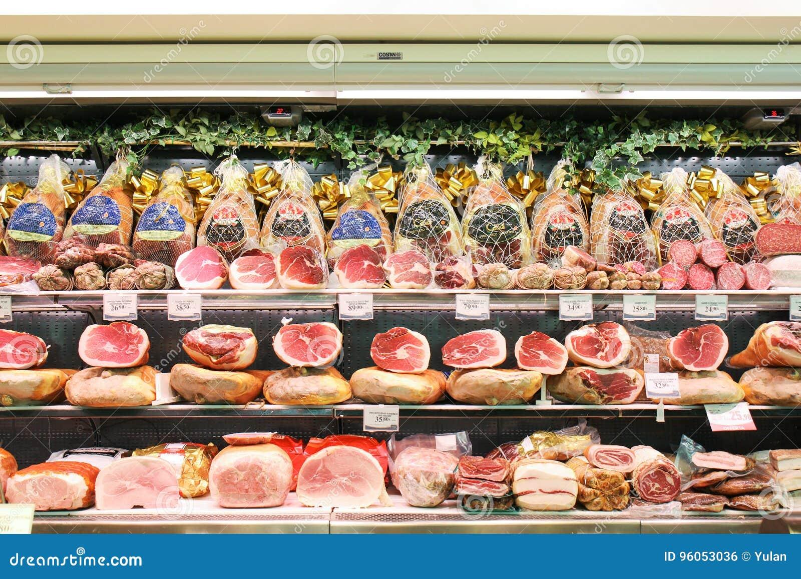 Les différents genres de jambons de Parme se sont vendus dans les boutiques