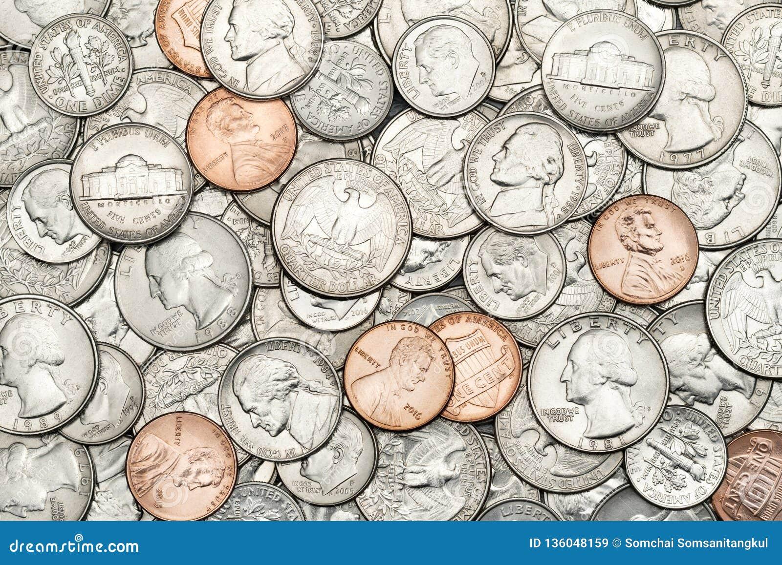 Les divers Etats-Unis, pièces de monnaie américaines pour des affaires, argent, fond financier de concept Pile de pièce de monnai