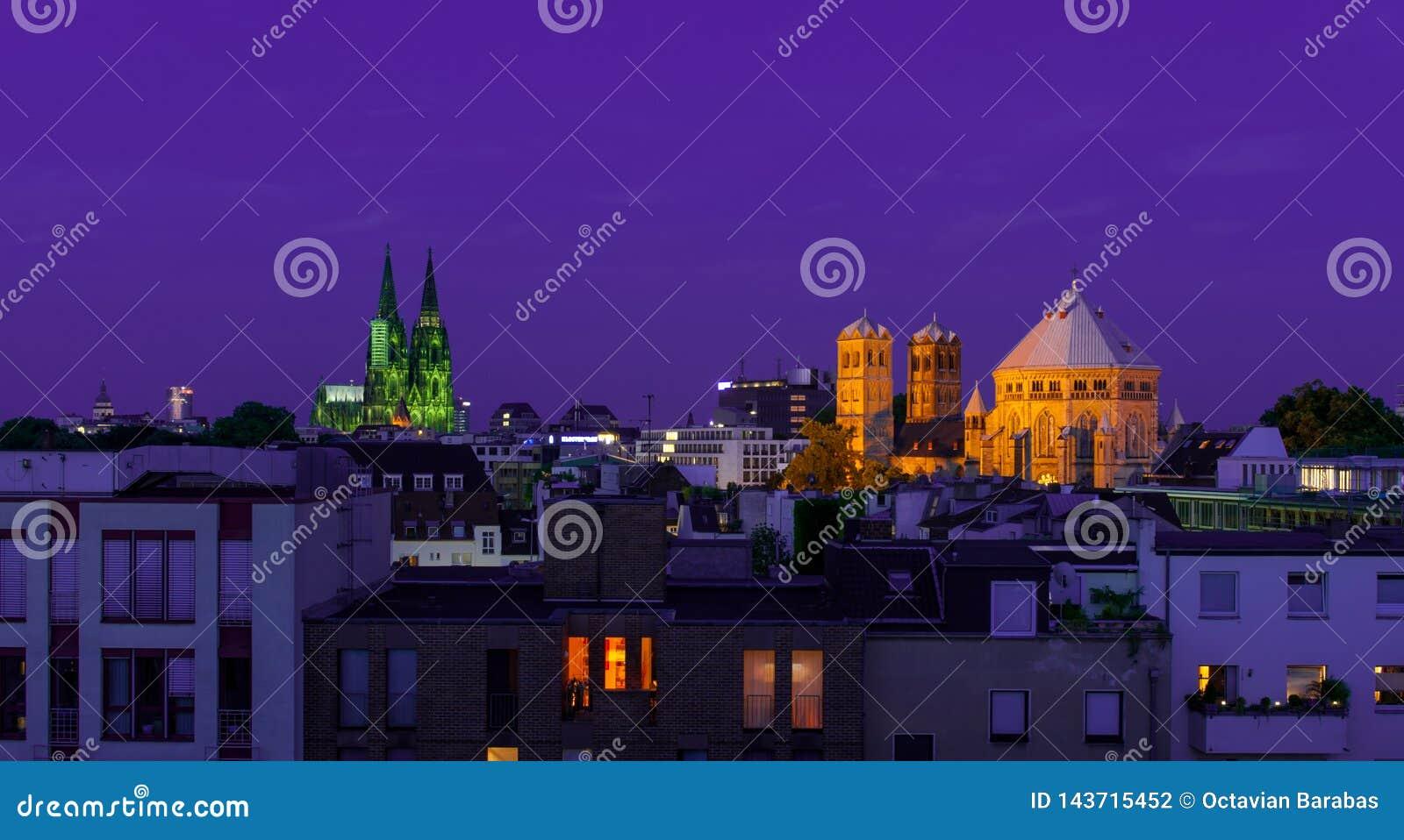 Les DOM du cologne et de la grande église la nuit