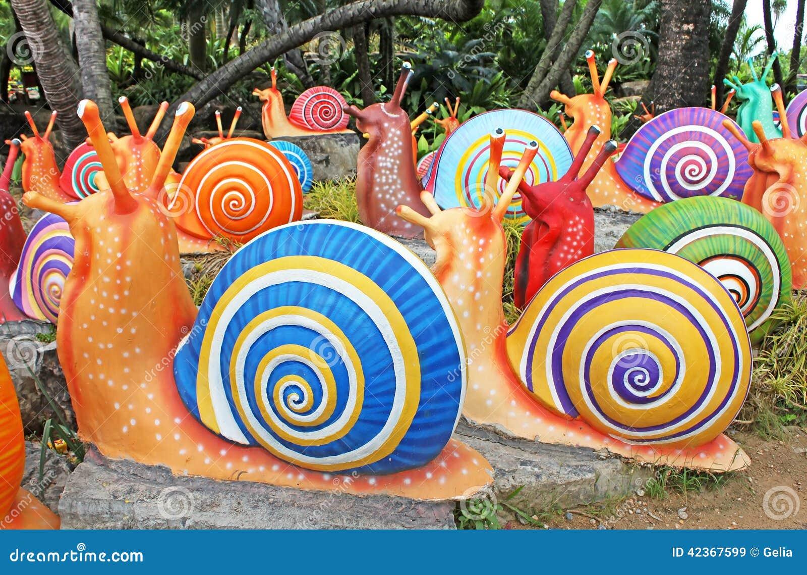 Les escargots g ants synth tiques comme d coration de for Escargot decoration jardin