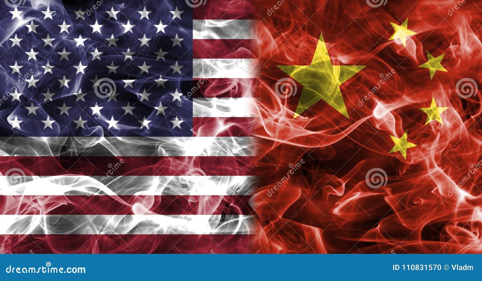 Les Etats-Unis et drapeau de fumée de la Chine