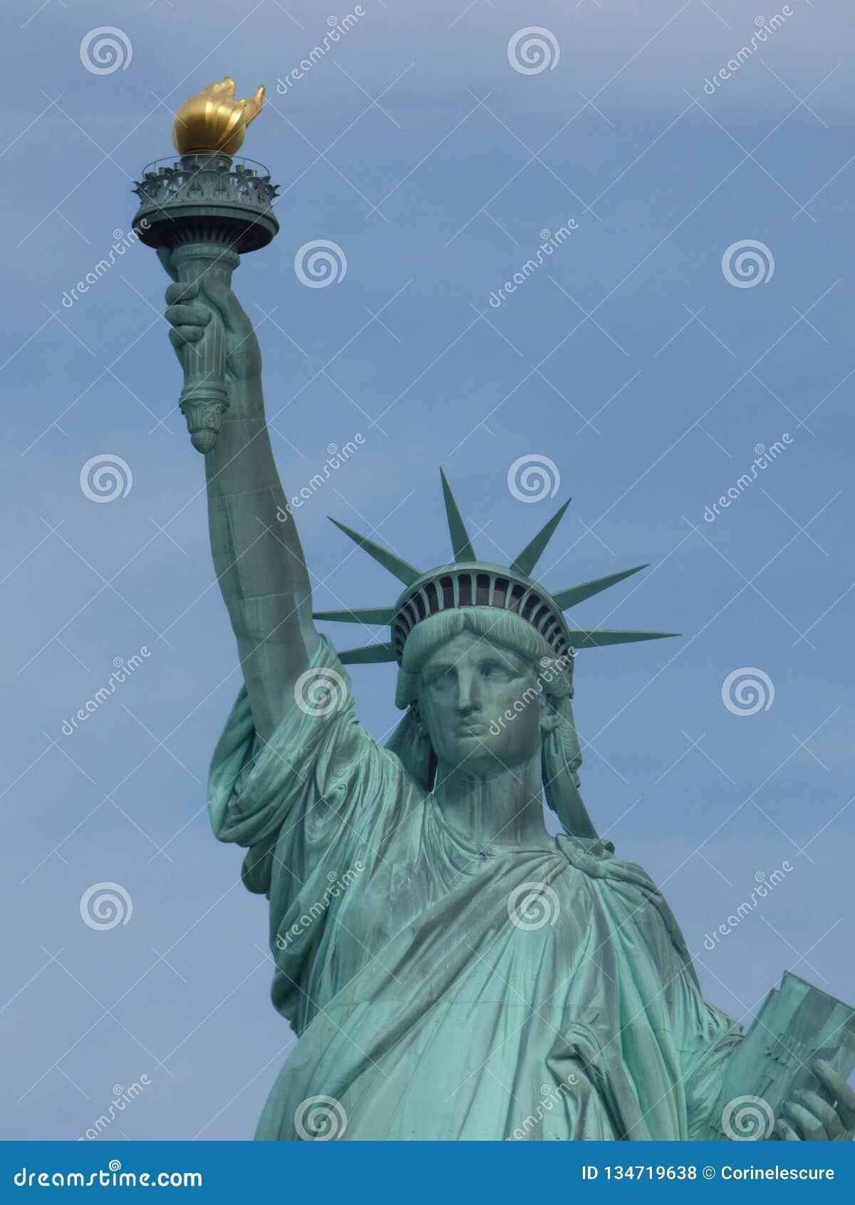 LES Etats-Unis New York Statue de la liberté et du coucher du soleil de New York City