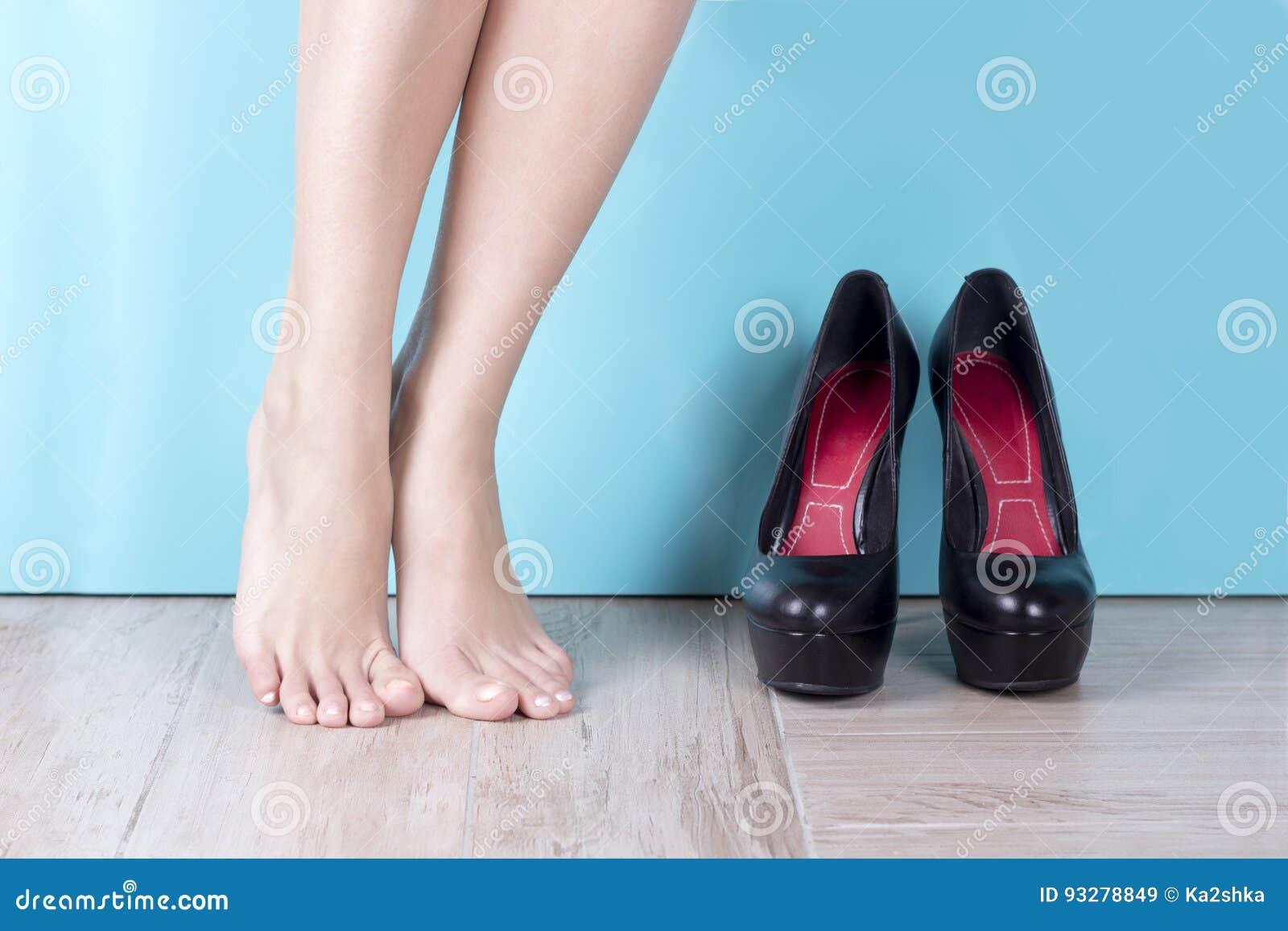Talon À Chaussures Haut Des S'approchent Nues Jambes De Les Femmes 8HTw5qTZ