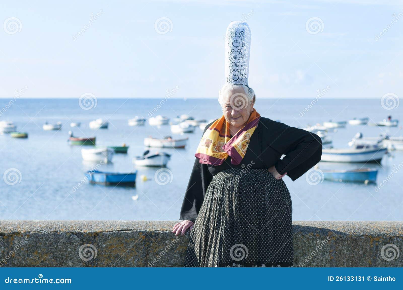les femmes bretons avec la coiffe bigouden image stock image 26133131. Black Bedroom Furniture Sets. Home Design Ideas