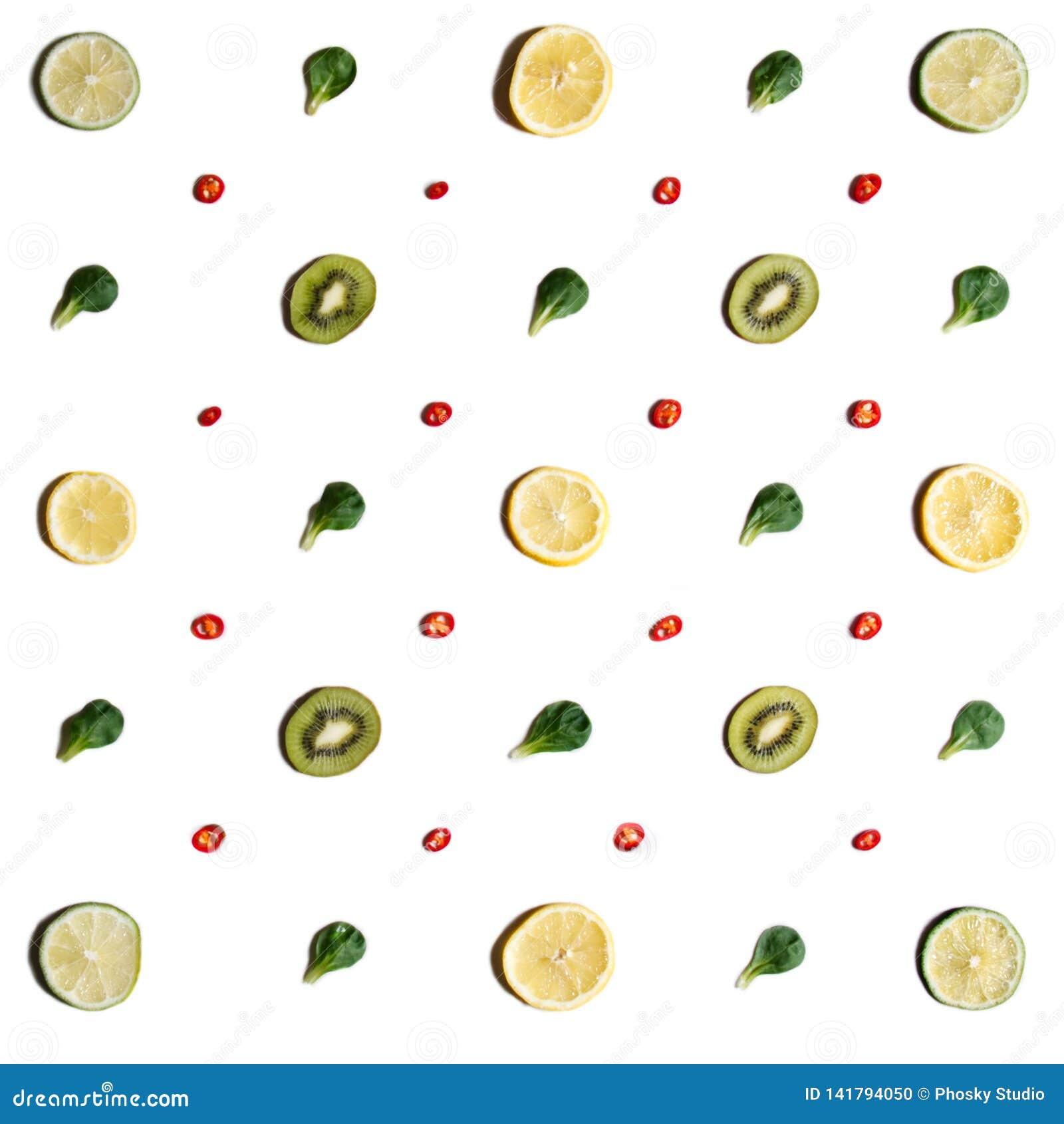 Les fruits ont arrangé symétriquement