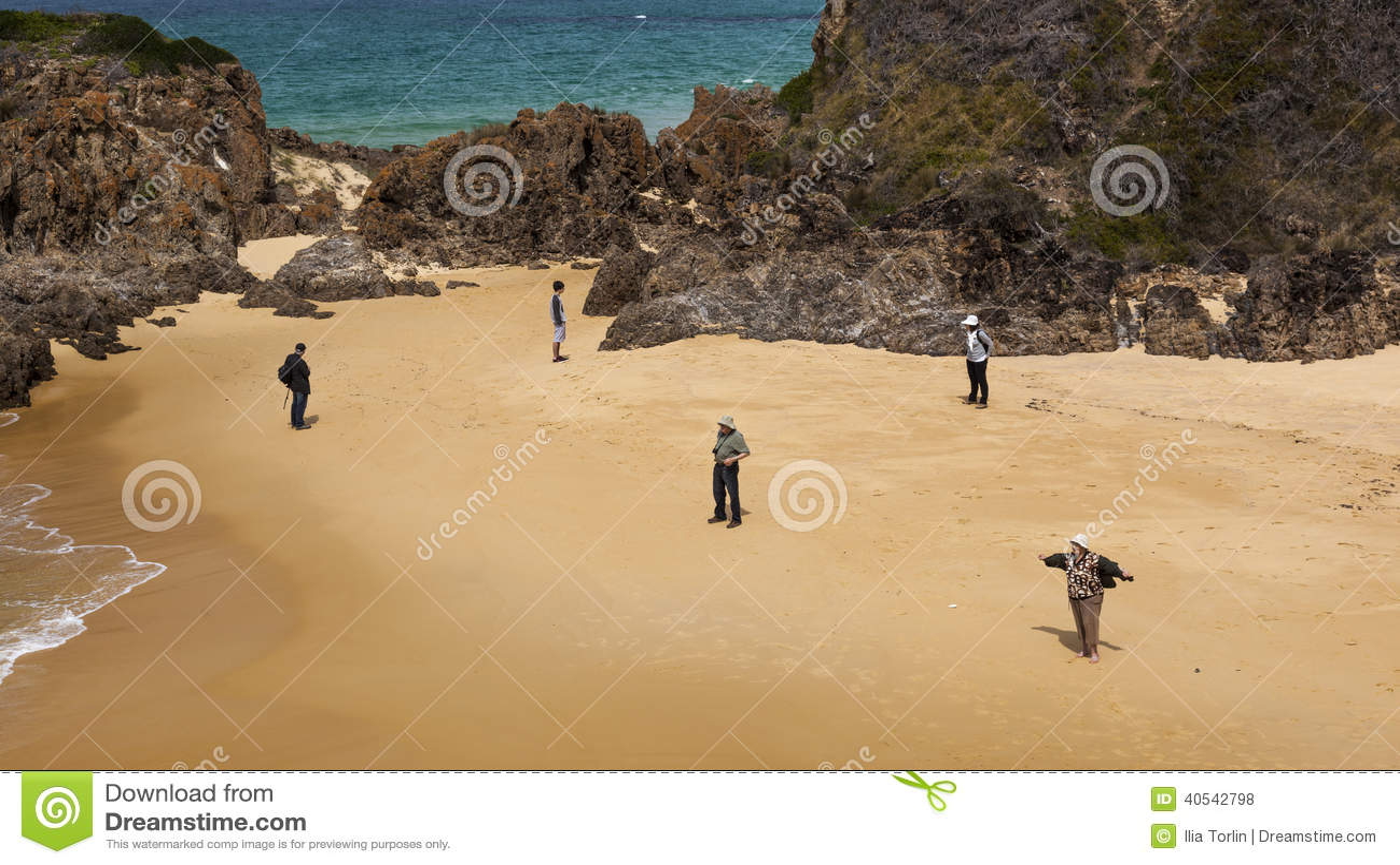 Les gens à la plage de point de Mullimbura NSW l australie