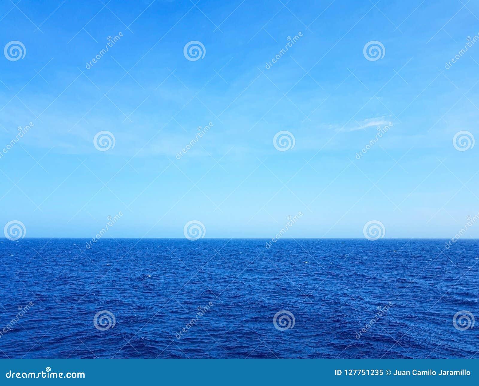 Les gens apprécient le monarque de bateau de croisière voyageant Aruba, Bonaire, au Curaçao, au Panama et Carthagène