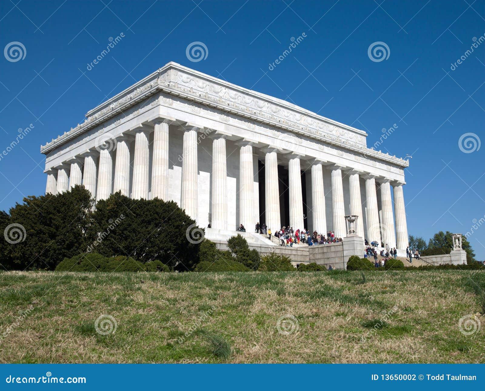 Les gens visitent le mémorial de Lincoln dans le Washington DC