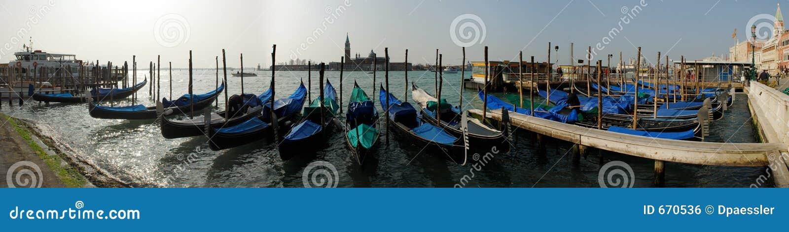 Les gondoles s approchent de Piazza San Marco, Venezia