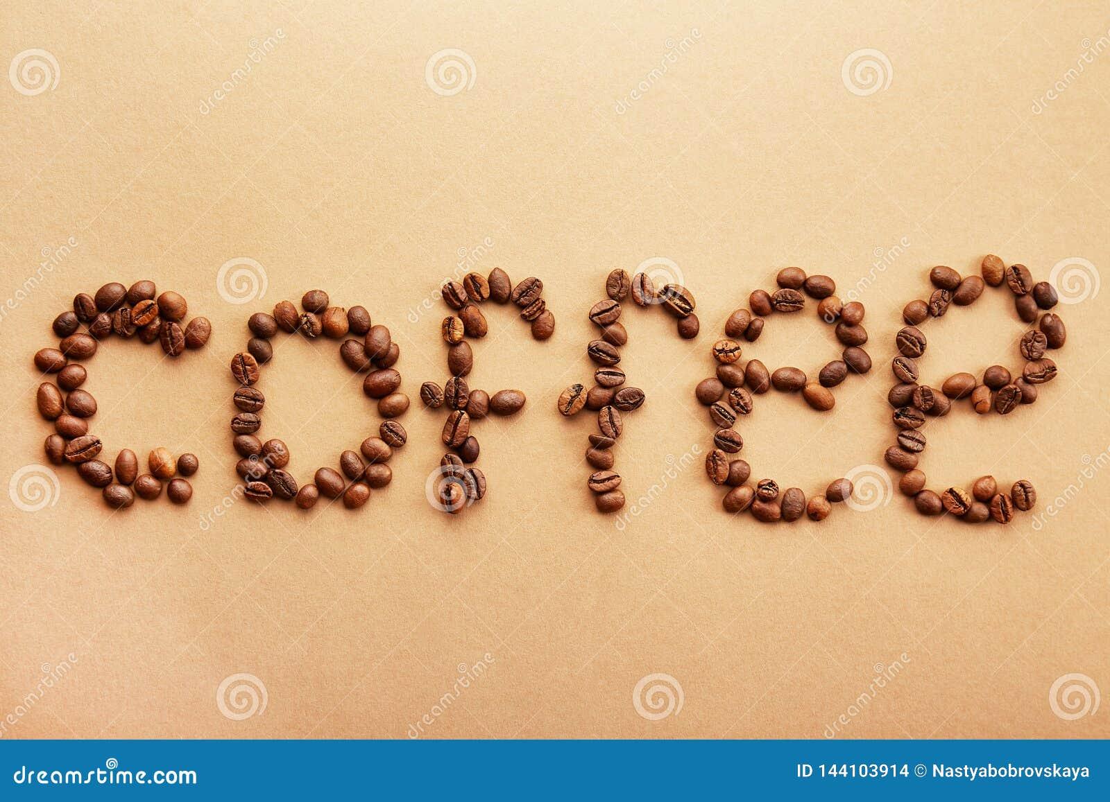 Les grains de café ont formé dans un mot