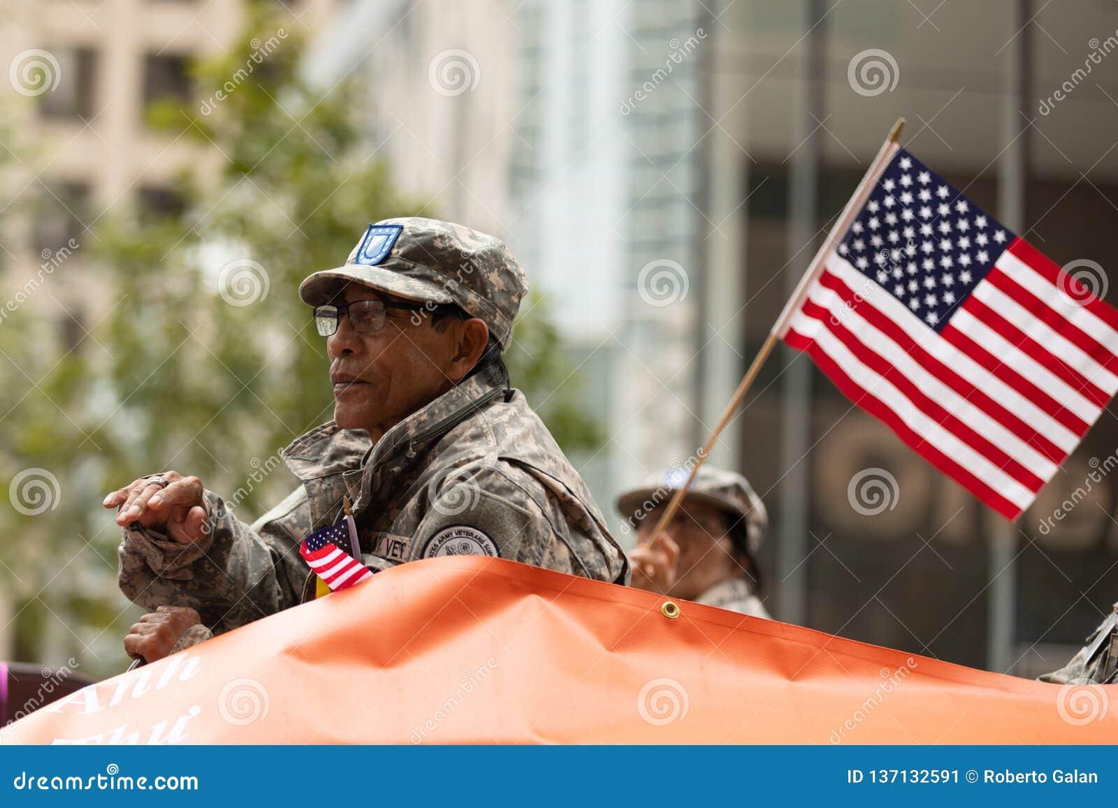 Les héros américains défilent