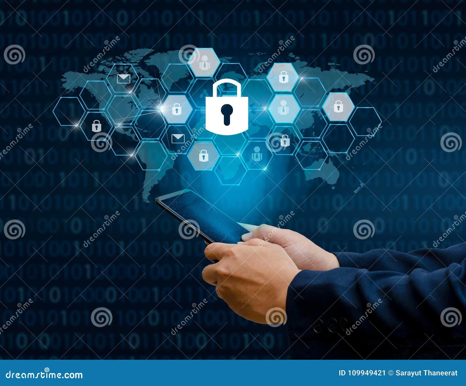 Les hommes d affaires débloqués de main de téléphone d Internet de serrure de smartphone pressent le téléphone pour communiquer d