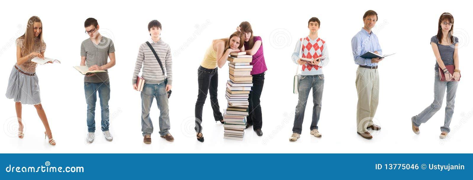Les huit jeunes étudiants d isolement sur un blanc