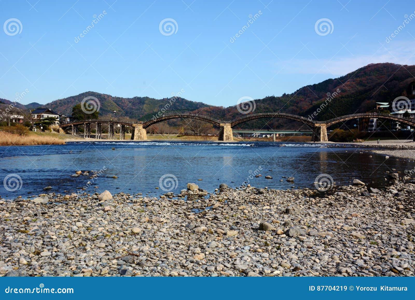 Les Japonais célèbres wodden le pont/Kintaikyo
