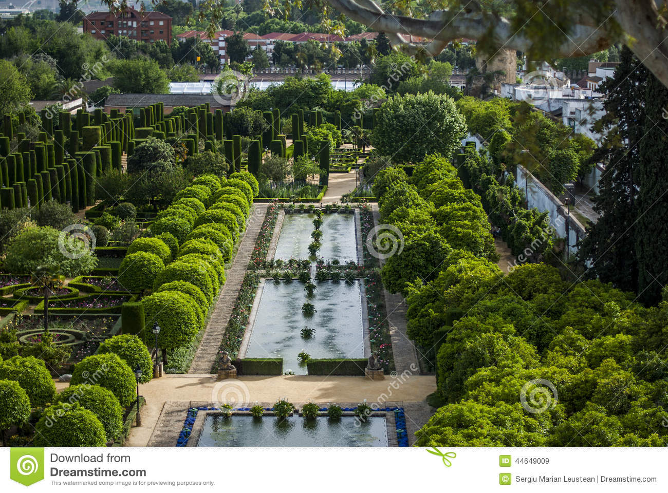 Les jardins de l 39 alcazar cordoue photo stock image for Les jardins de